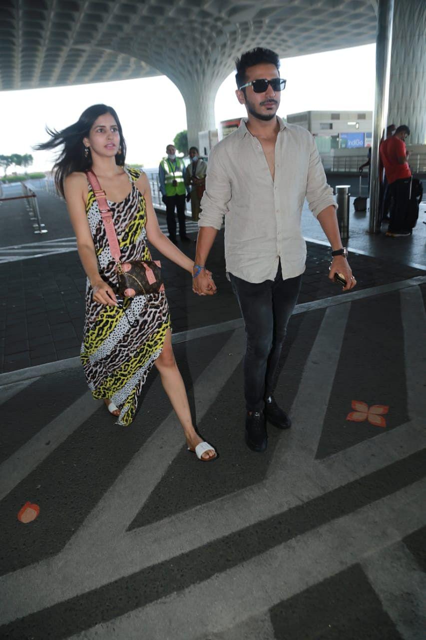 @sakshimalikk jetted off to Maldives with beau @santulkatahra