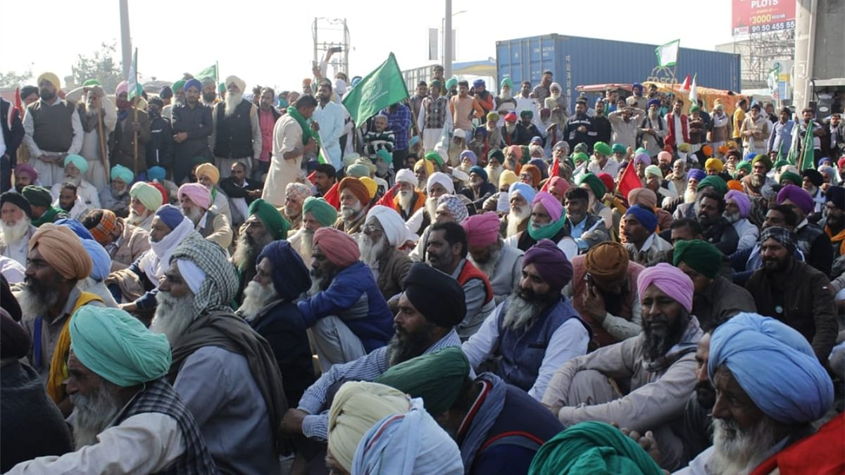 Farmers refuse to shift to Delhi's Burari ground, stage protest at Ghaziabad's UP Gate