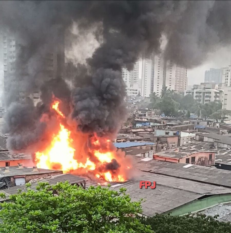 Fire at at godown in Malad, Mumbai