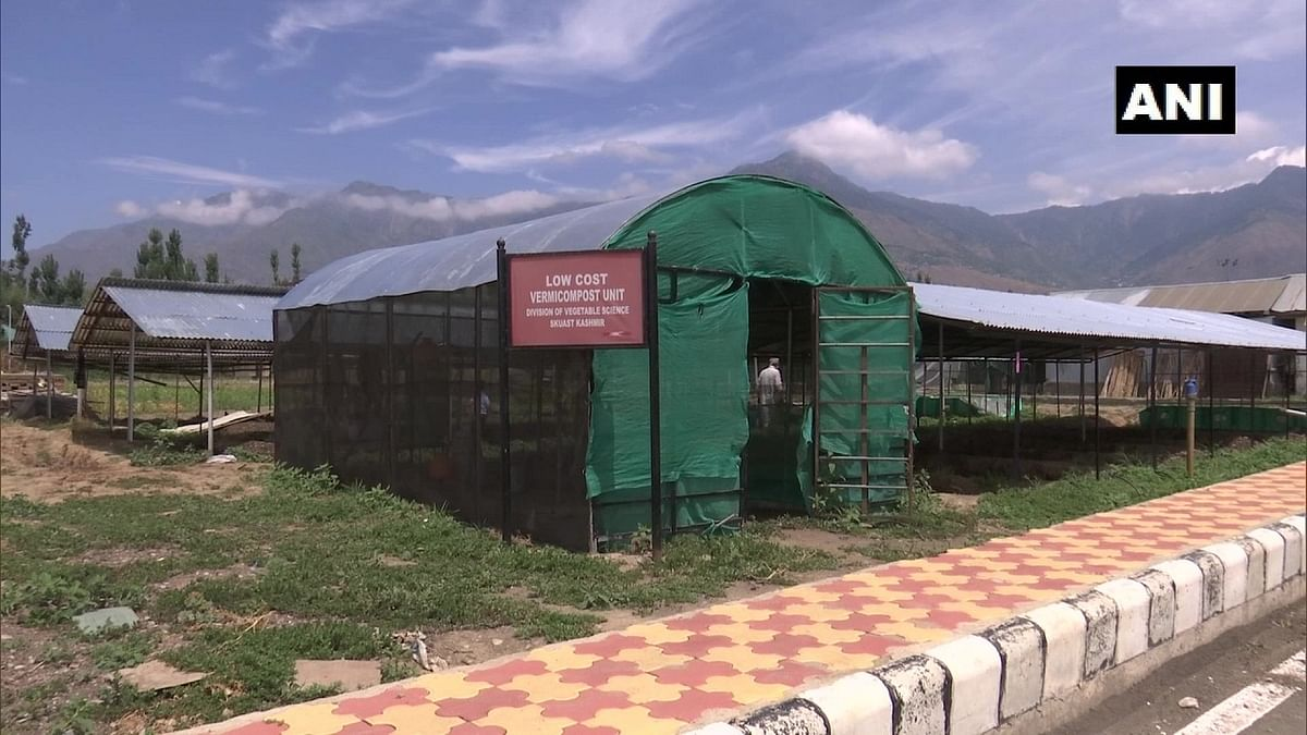 Experts at Sher-e-Kashmir University of Agricultural Sciences & Technology are teaching organic farming to farmers.