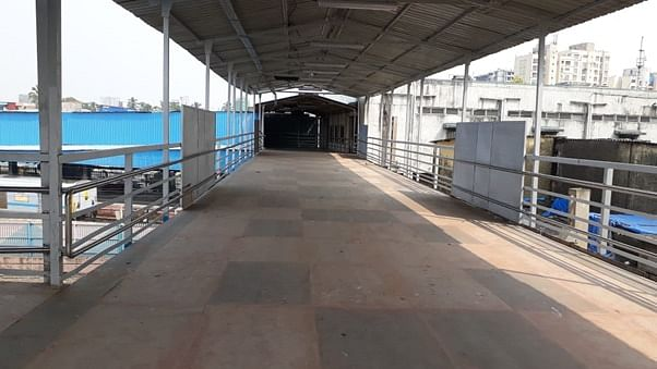 Western Railway extends foot over bridge at south end of Bandra Terminus