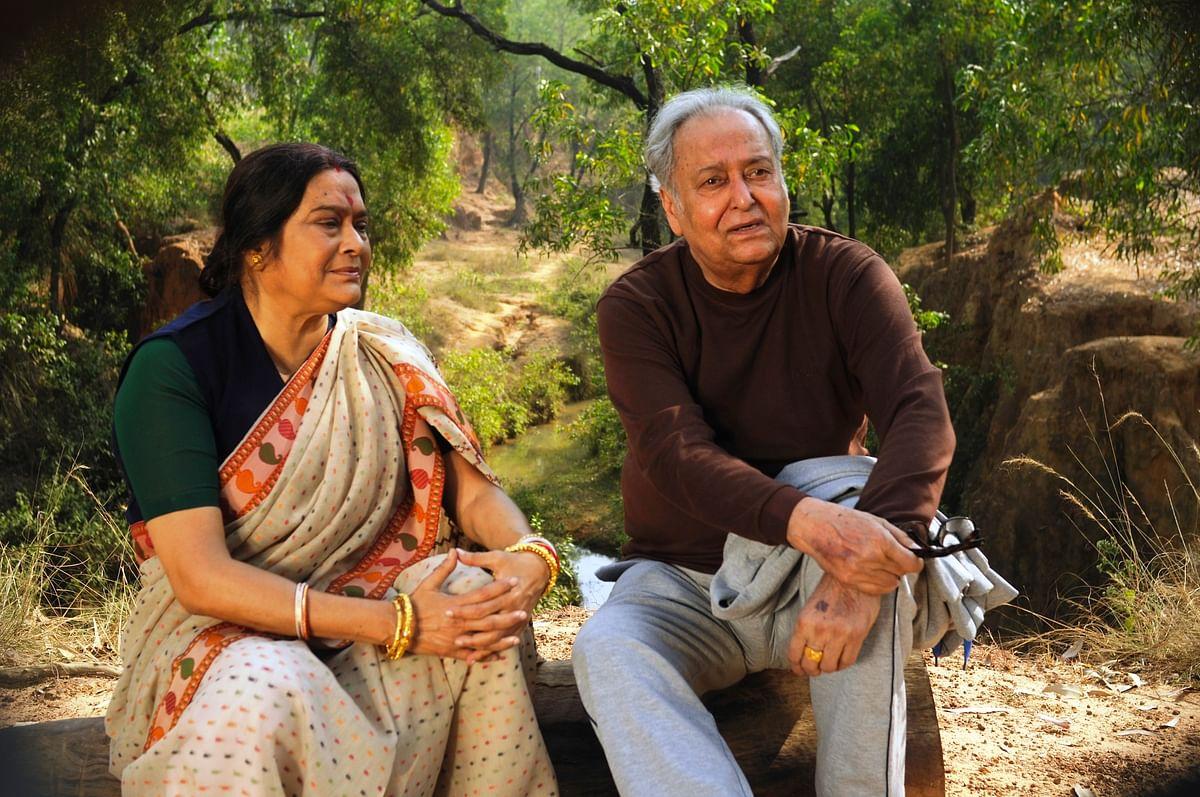 Soumitra Chatterjee and Swatilekha Sengupta in 'Bela Seshe' (2015)