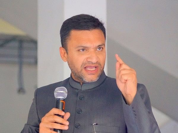 Akbaruddin Owaisi dares TRS Govt to demolish graves of PV Narasimha Rao and NTR; KTR condemns remarks