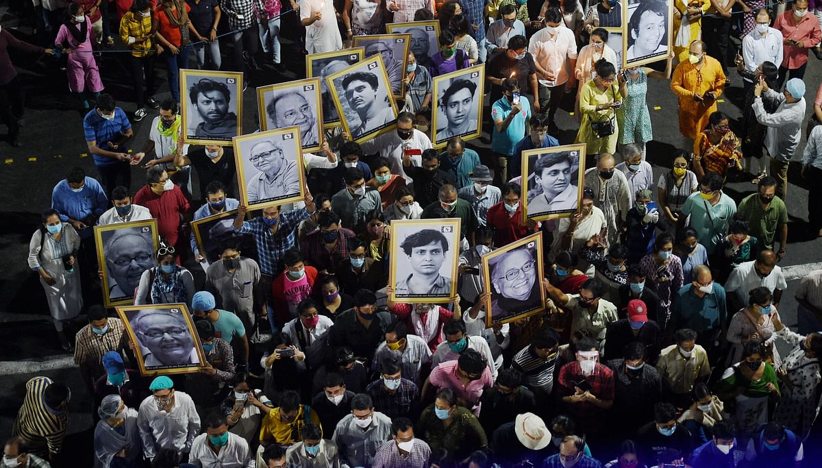 In Pics: Bengal bids tearful farewell to Soumitra Chatterjee