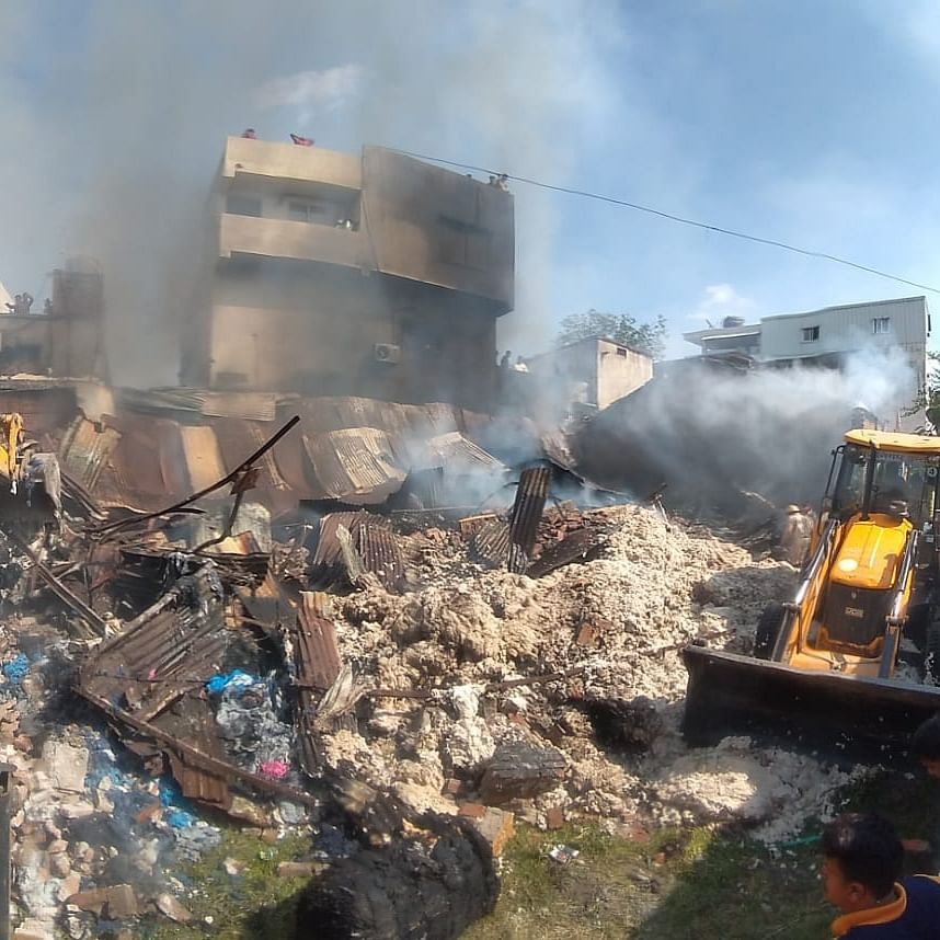 Indore: Goods worth lakhs gutted at fire in cotton godown