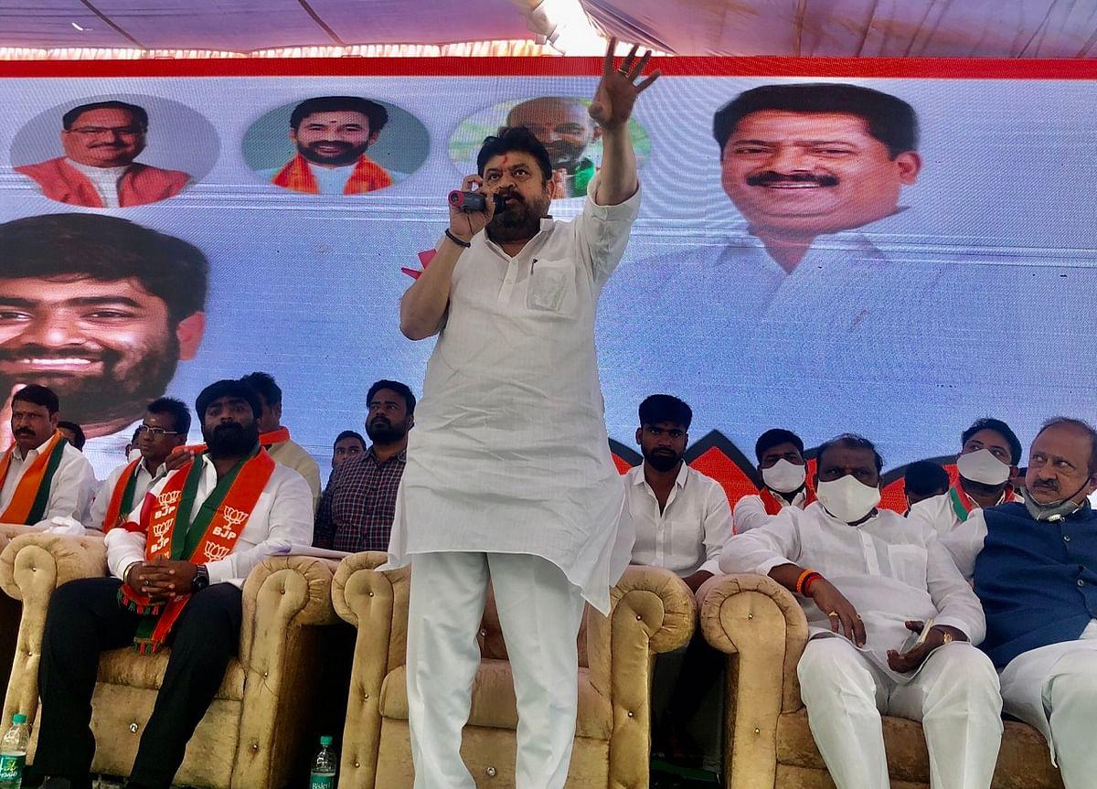 N Ramchander Rao (center)