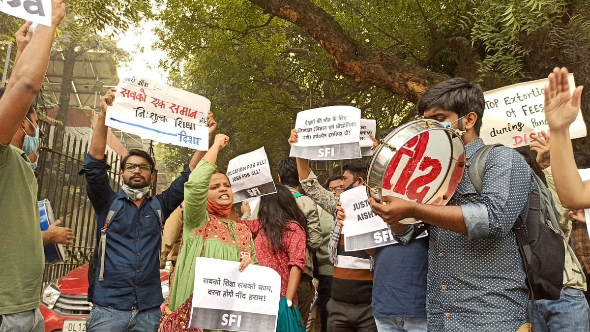 LSR college student commits suicide in Telangana due to financial crunch; student unions' protest in Delhi