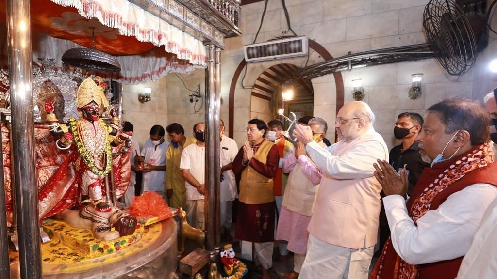 West Bengal: Amit Shah prays at Dakshineswar Kali Temple, urges people to restore pride of the state