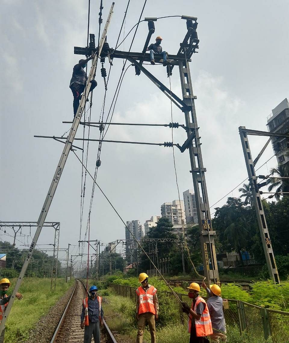 Central Railway carries out maintenance works during mega block on Oct 25