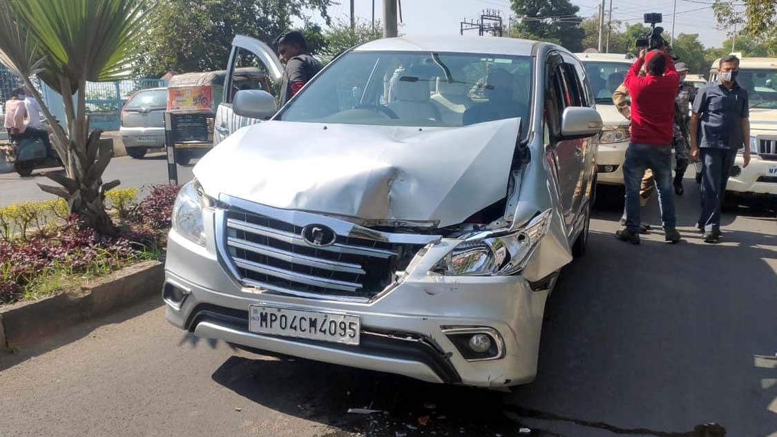 Bhopal: Kamal Nath convoy's SUVs, media vehicles smashed into each other on VIP road
