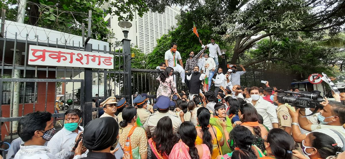 BJP workers protest against inflated power bills in Bandra