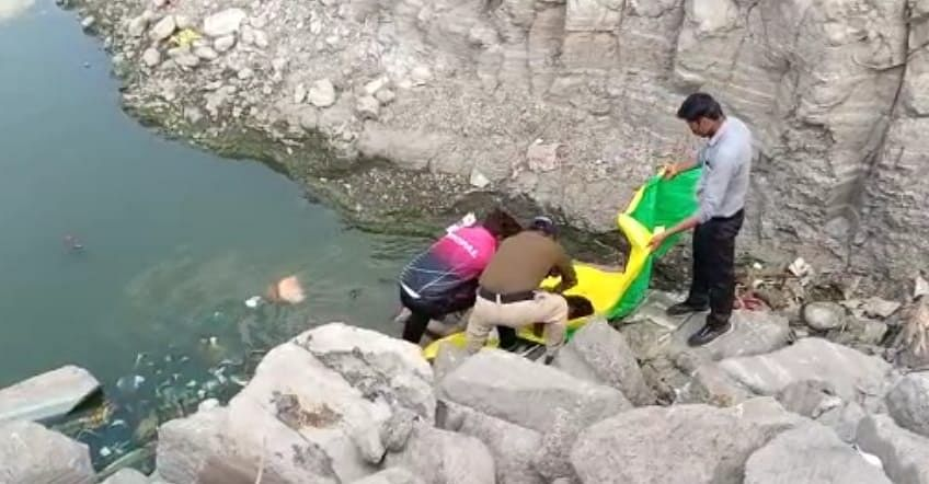 Indore: Day after child's body found, now 'murdered' mom floats on Bicholi Mardana Lake
