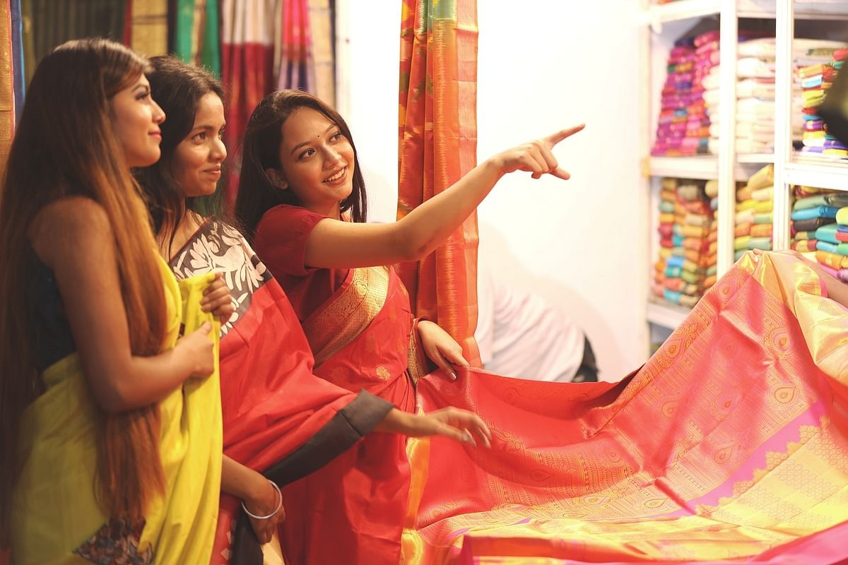 Bhopal: Artisans from 14 states showcase their work at Silk India exhibition