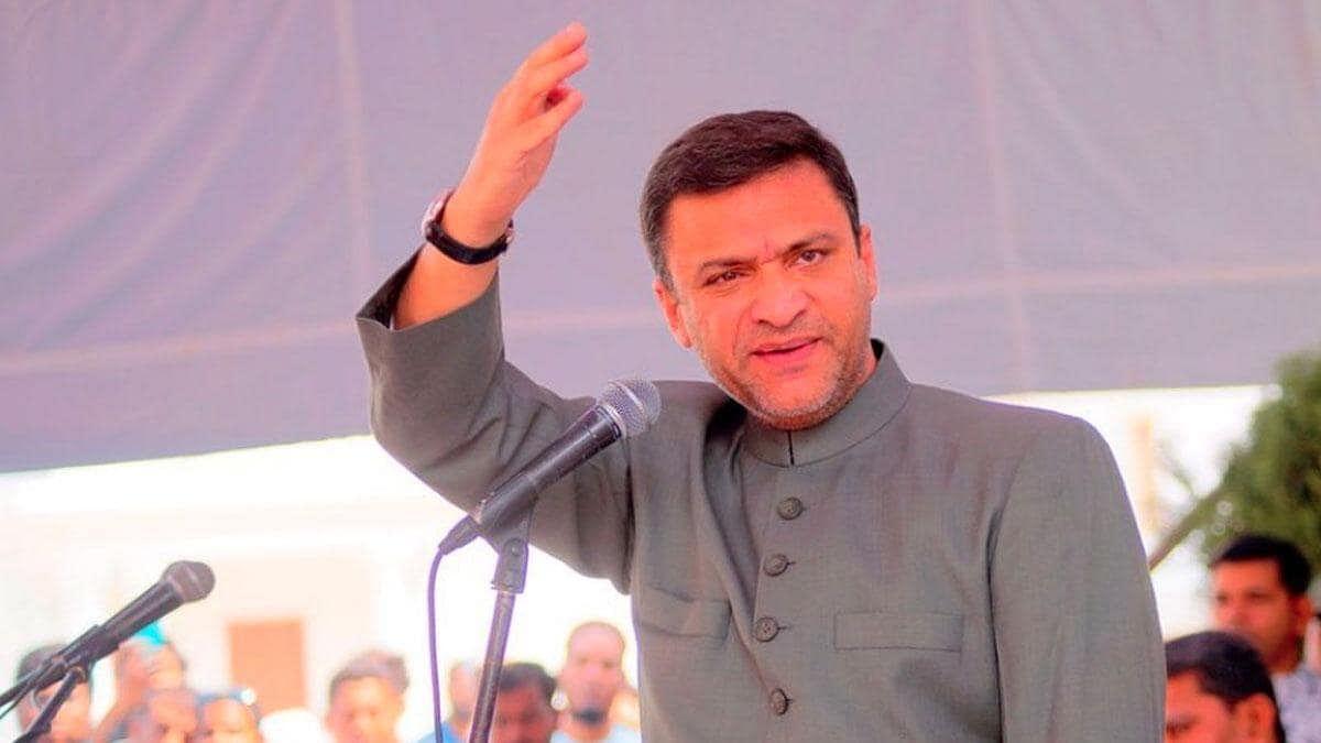 AIMIM's Akbaruddin Owaisi, BJP leader Bandi Sanjay Kumar booked