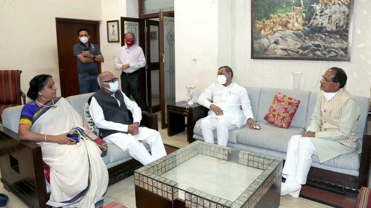 Shivraj Singh Chouhan and BJP's state unit president VD Sharma at Jayat Malaiya's residence.