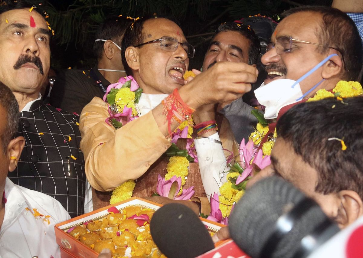 Madhya Pradesh: Shivraj Singh Chouhan meets Governor, apprises her of mandate in by-polls