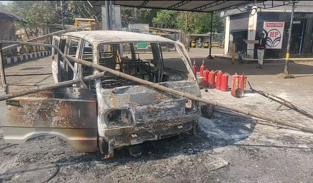 Thane: Van stationed to fill CNG gas catches fire in Bhiwandi