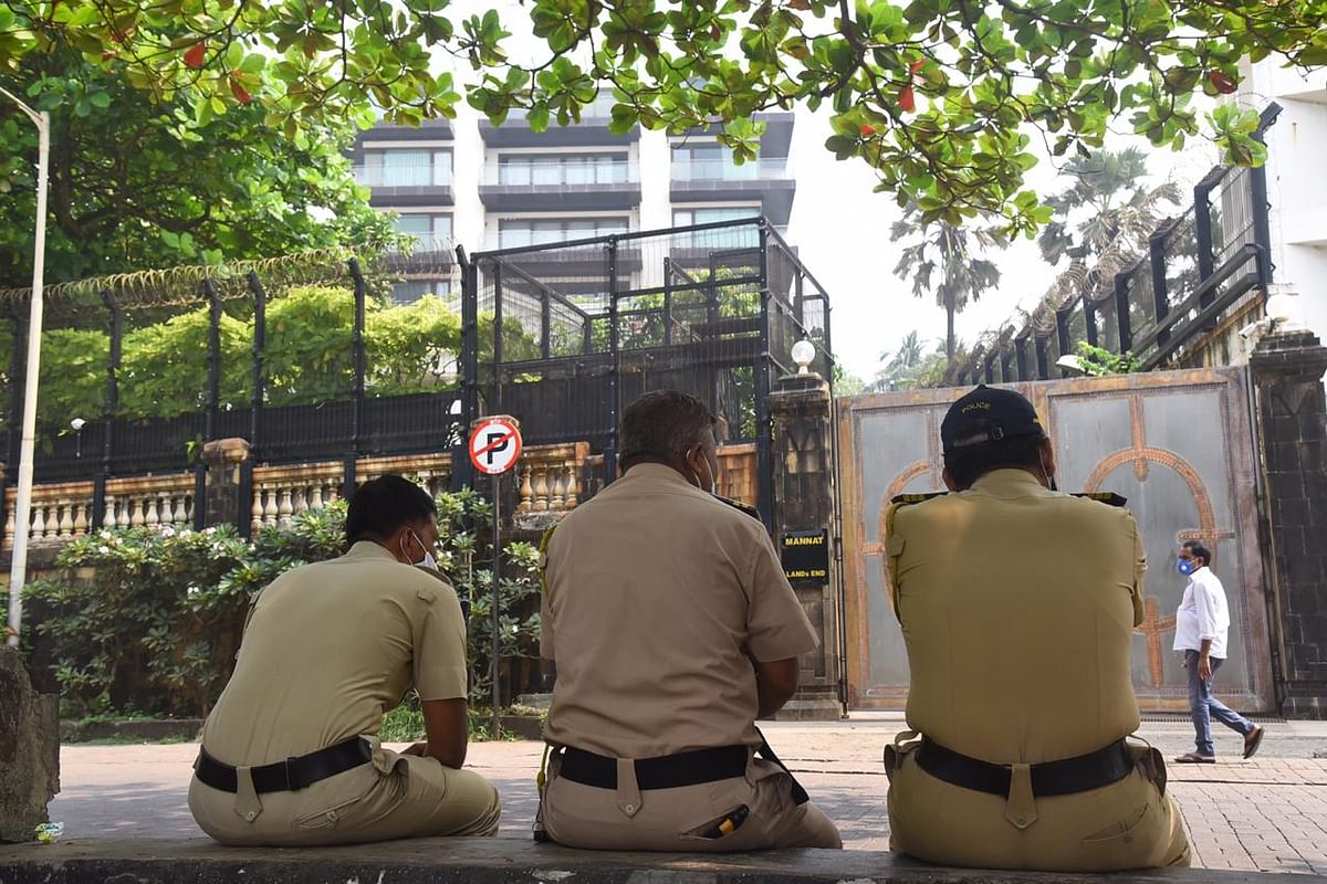 Pics: In a first, Shah Rukh Khan's Mumbai abode Mannat remains vacant on his 55th birthday
