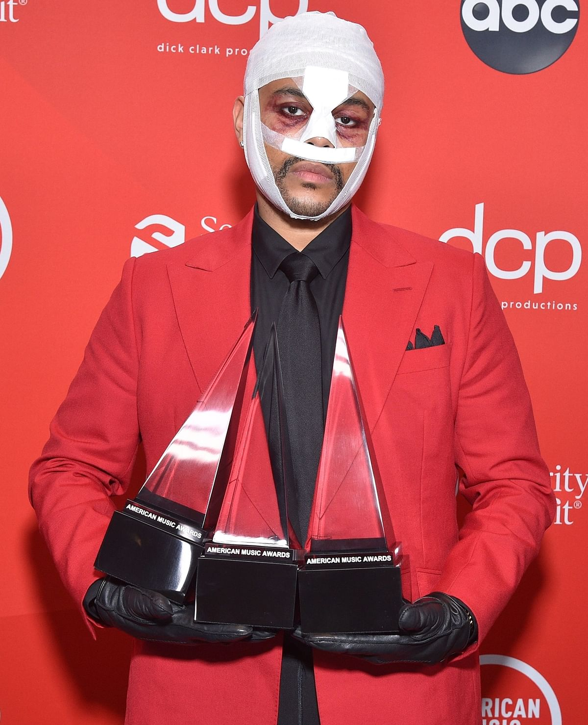 AMAs 2020: The Weeknd's 'mummified' look with a bandaged face turns into a meme