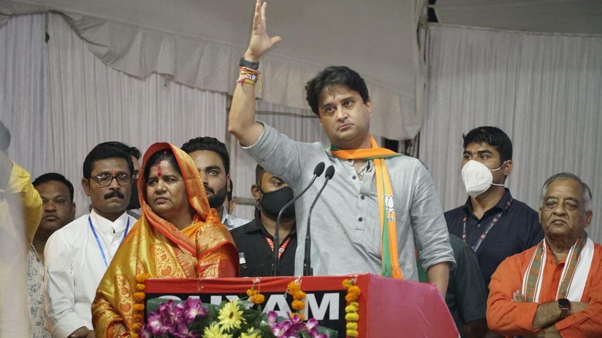 'Purani Mohobatt': Jyotiraditya Scindia trolled for seeking votes in favour of 'panja' in MP bypolls