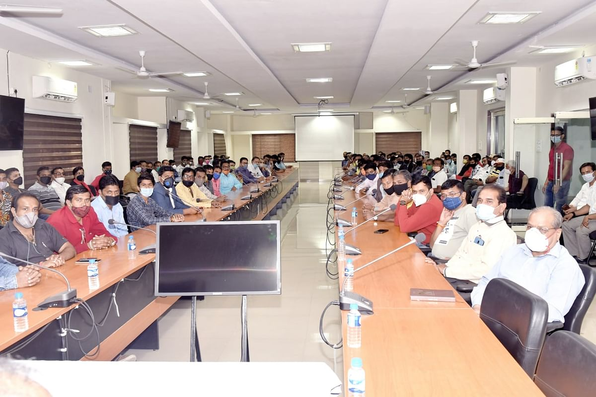 Fie Photo/ Marriage venue holders and tent owners attend meeting convened by the local administration to curb Third Covid-19 Wave, in Ujjain on Thursday.