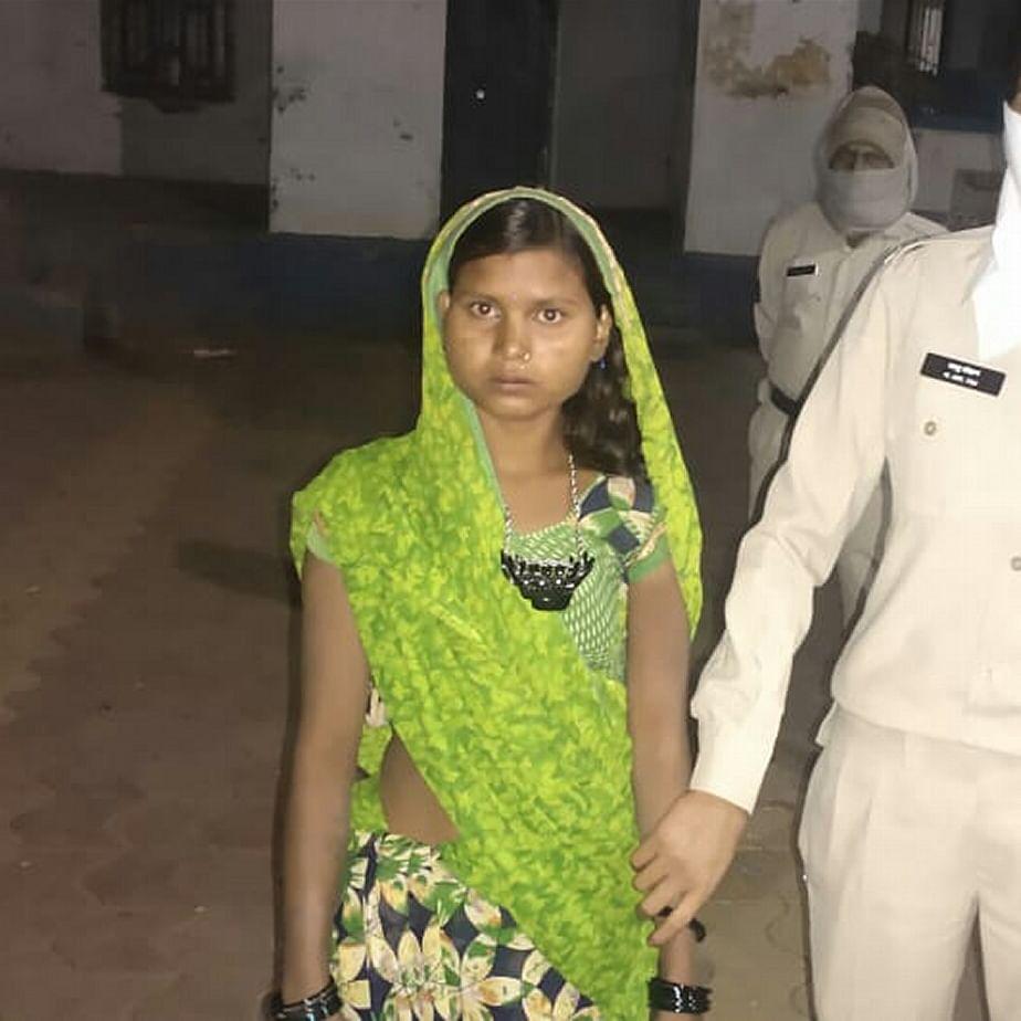 Madhya Pradesh: In Gandhwani, woman sets hubby ablaze, held
