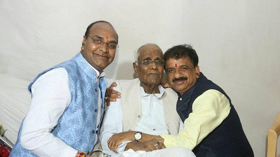 Kailash Sarang (Center) with his son Vishwas Sarang (L)