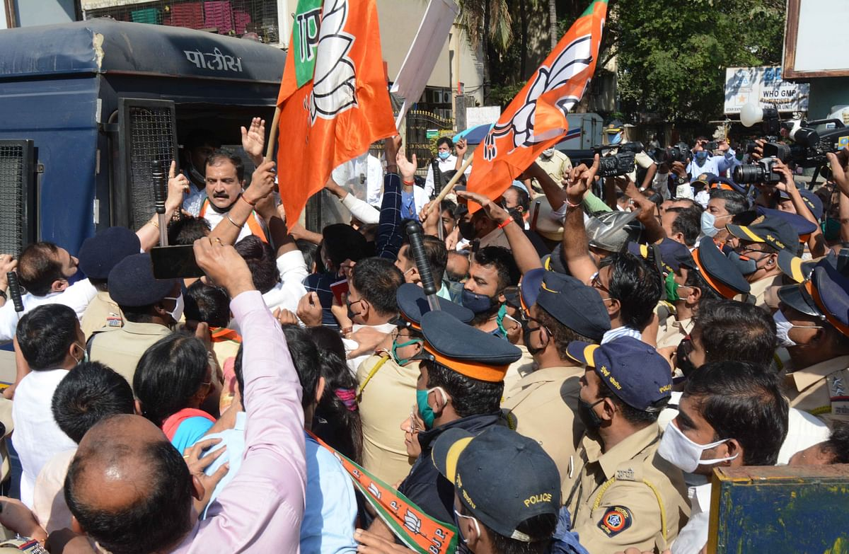 BJP leaders held in Thane for protesting against inflated electricity bills