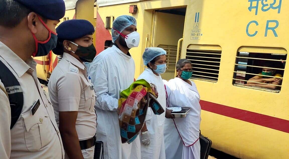 Bhopal: Woman delivers girl in running train, passengers rush for help