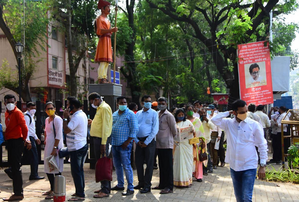 Followers of late Balasaheb Thackeray in a queue at the Shivaji park memorial