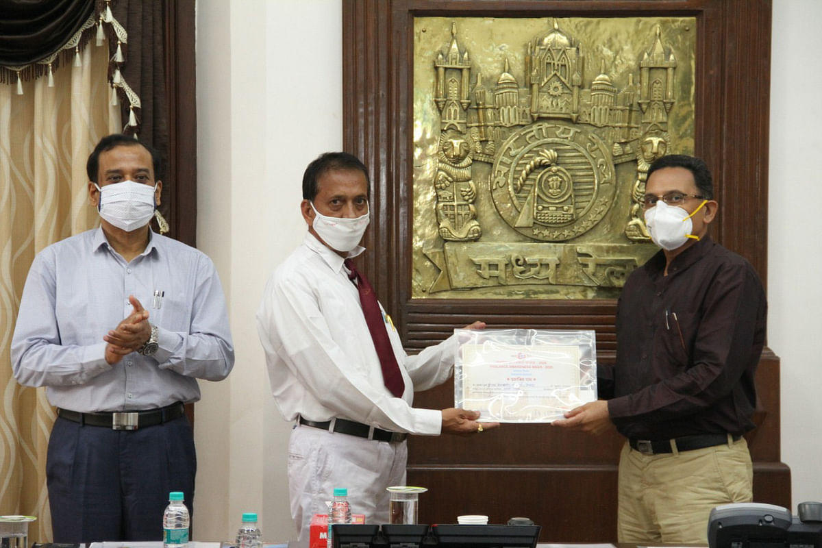 Central Railway Vigilance Awareness Week – Sanjeev Mittal, General Manager distributes awards