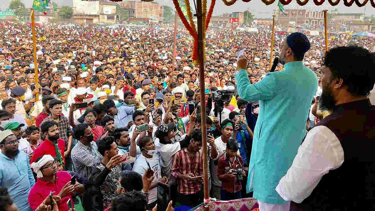 AIMIM Chief Assaduddin Owaisi addresses an election rally ahead of 3rd phase of Bihar assembly election in Kishanganj on Thursday.