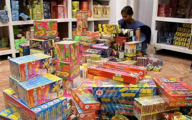'Complete ban' on bursting, sale of all kinds of firecrackers from Nov 7 to 30 in Delhi