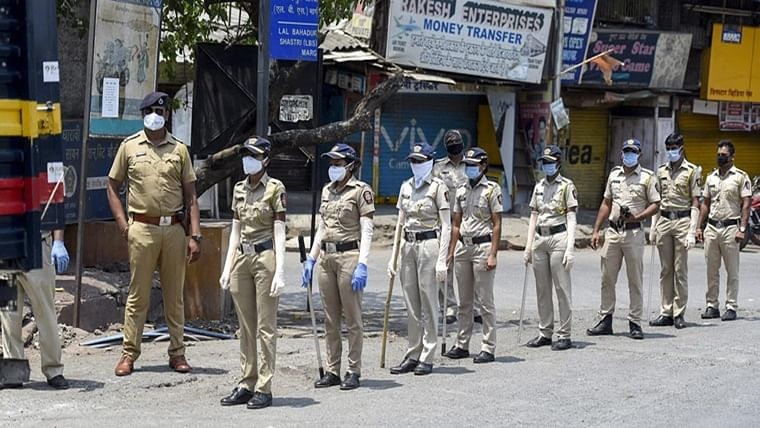 Thane: Police vehicle attacked after 2 held in cheating case in Bhiwandi
