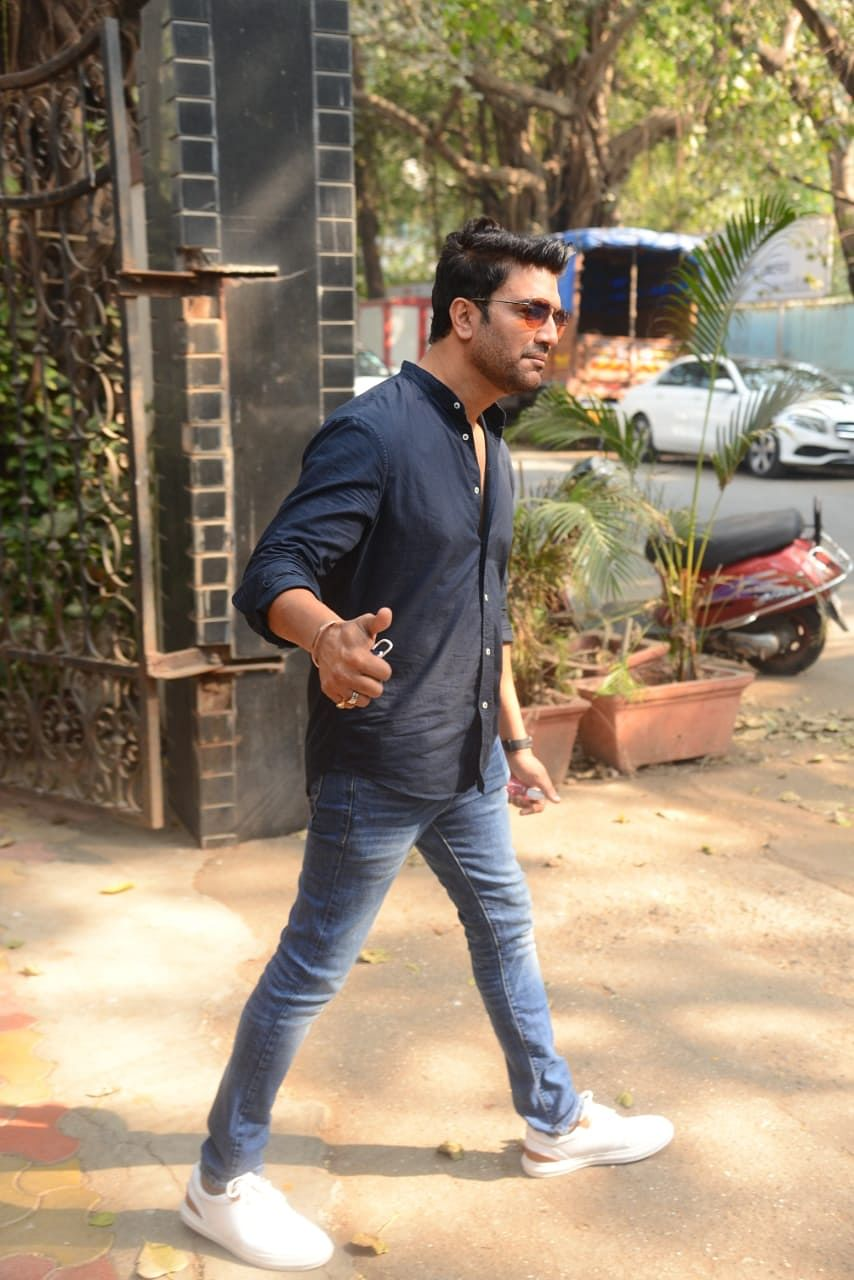 Sharad Kelkar at Zee TV office