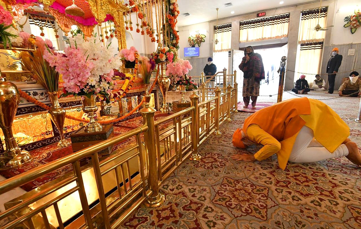 In Pictures: PM Modi's surprise visit to Gurudwara Rakab Ganj Sahib in Delhi