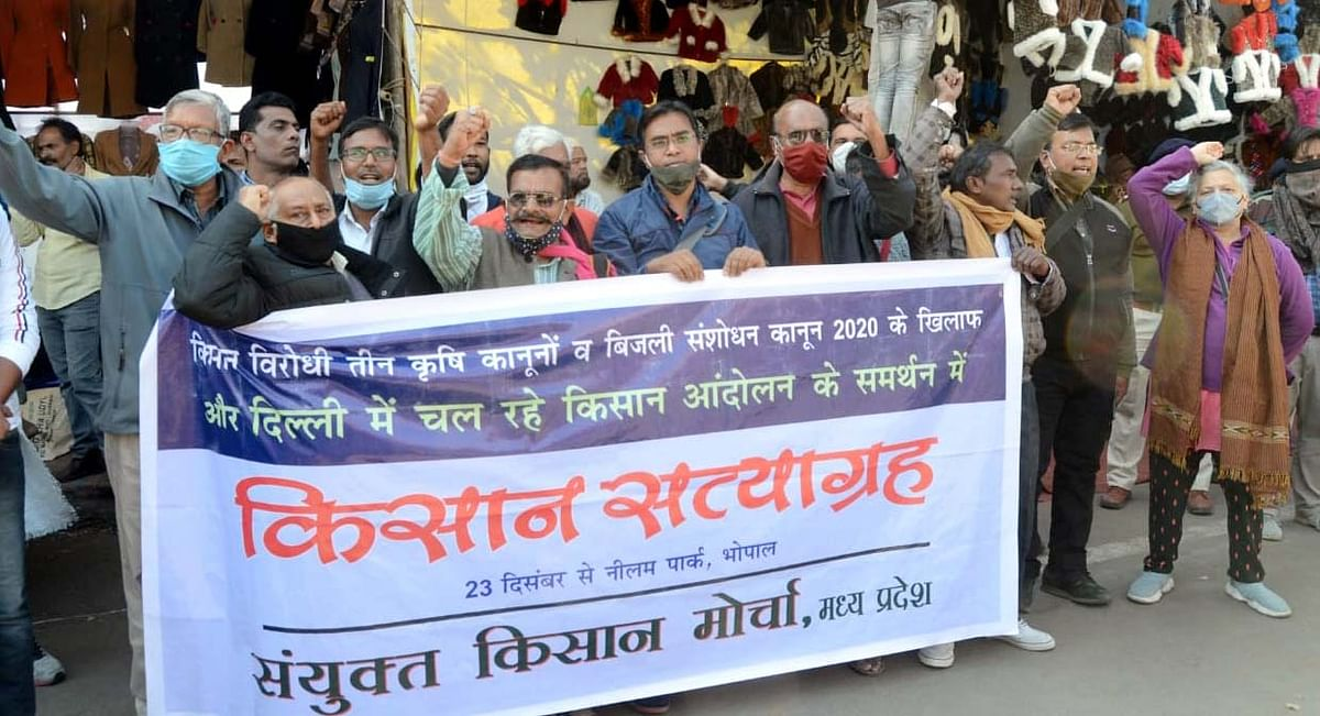 Members of Sayunkt Kisan Morcha protest against three farm laws at Neelam Park in Bhopal on Wednesday.