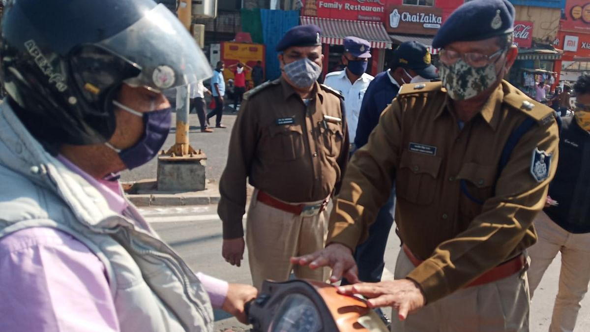 Indore: Traffic police start traffic awareness drive, present 'Traffic Hero Number 1' sticker to rule followers