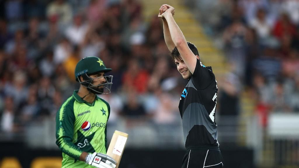 New Zealand beats Pakistan by 5 wickets in 1st T20I