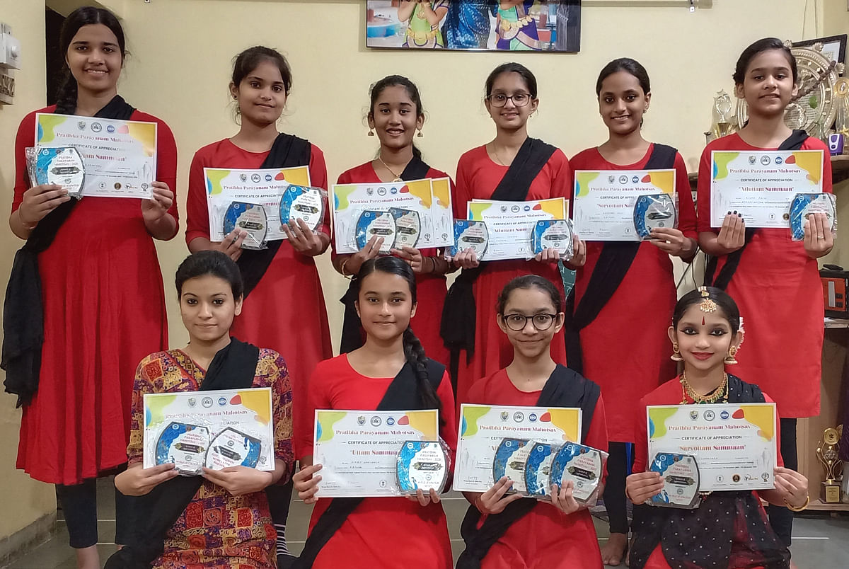 Group of dancers holding up their certificates