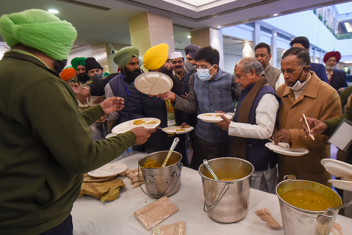 New Delhi: Union Minister for Agriculture & Farmers Welfare Narendra Singh Tomar, Railway Minister Piyush Goyal and Minister of State for Commerce Som Prakash have food with farmers representatives during a meeting over new farm laws, at Vigyan Bhawan in New Delhi, Wednesday, Dec. 30, 2020.