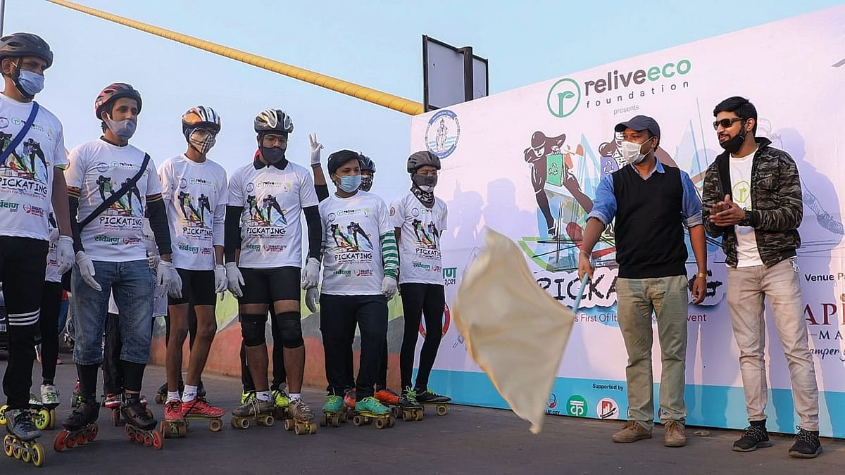 Deputy municipal commissioner Vishal Singh flags off skaters participating in Pickating at Raja Bhoj Setu in Bhopal on Sunday