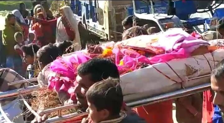 Madhya Pradesh: Hundreds join monkey's funeral in Talod village near Alot, cremate it as per Hindu tradition