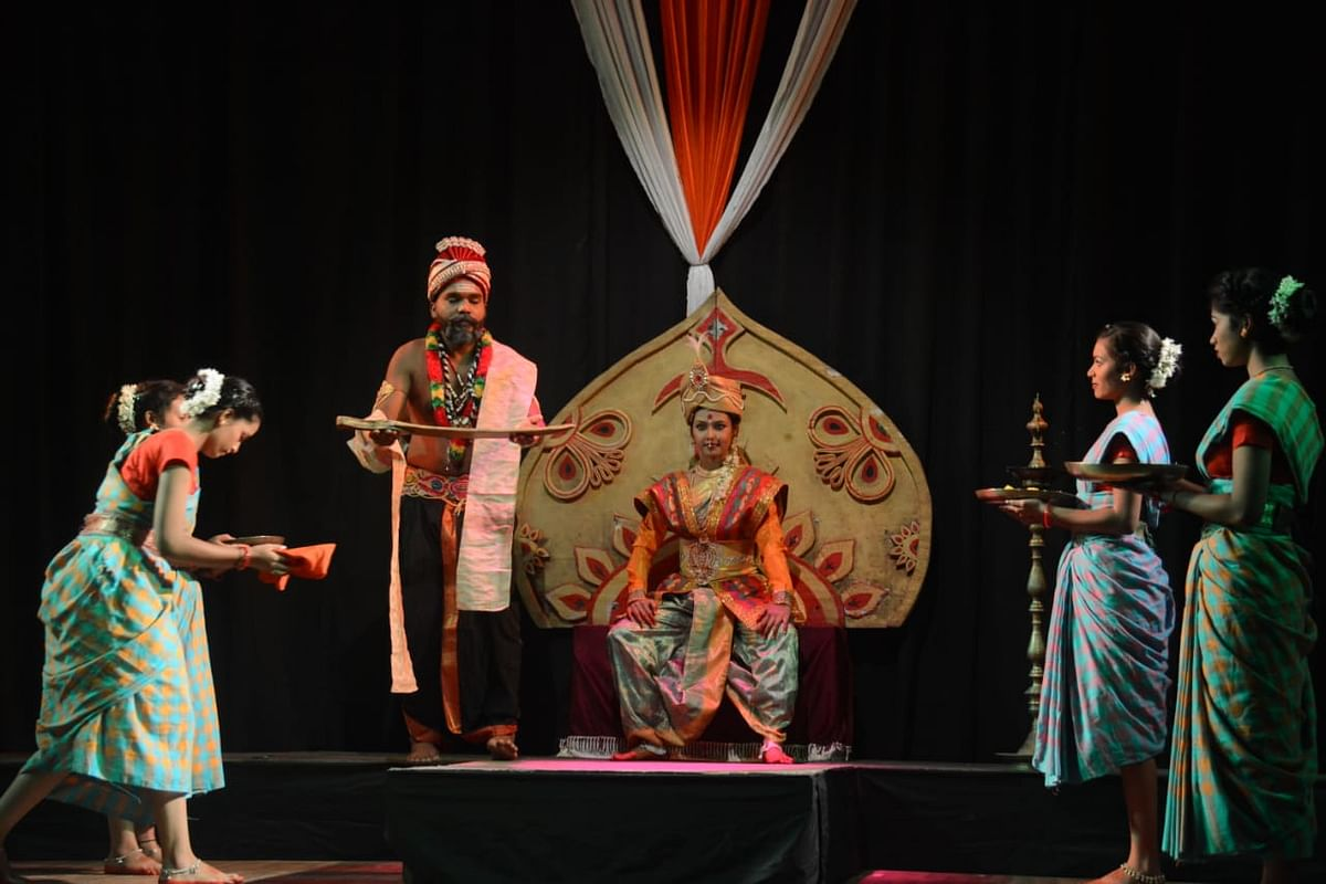 Bhopal: Play 'Ranbhumi ki Naika' based on life of queen Velu Nachiyar staged at Saheed Bhavan