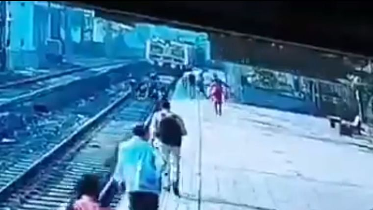 Mumbai: Female security officer saves man who fell on railway track, Anil Deshmukh lauds force - Watch video