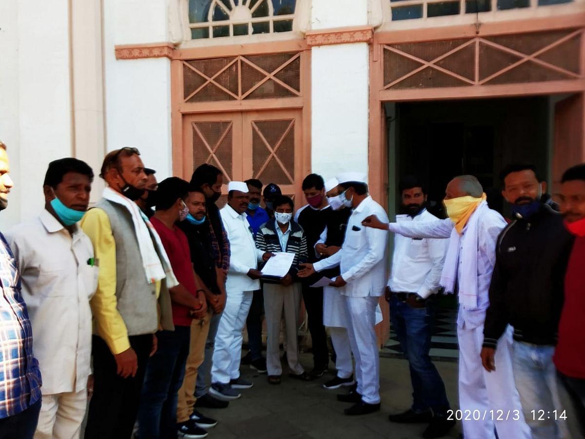 Congress Seva Dal functionaries handing over memorandum addressed to President
