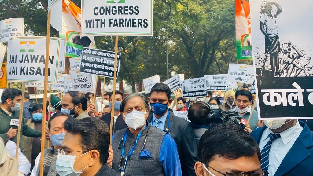 Madhya Pradesh: Congress MLAs stage a silent protest against Centre's farm laws