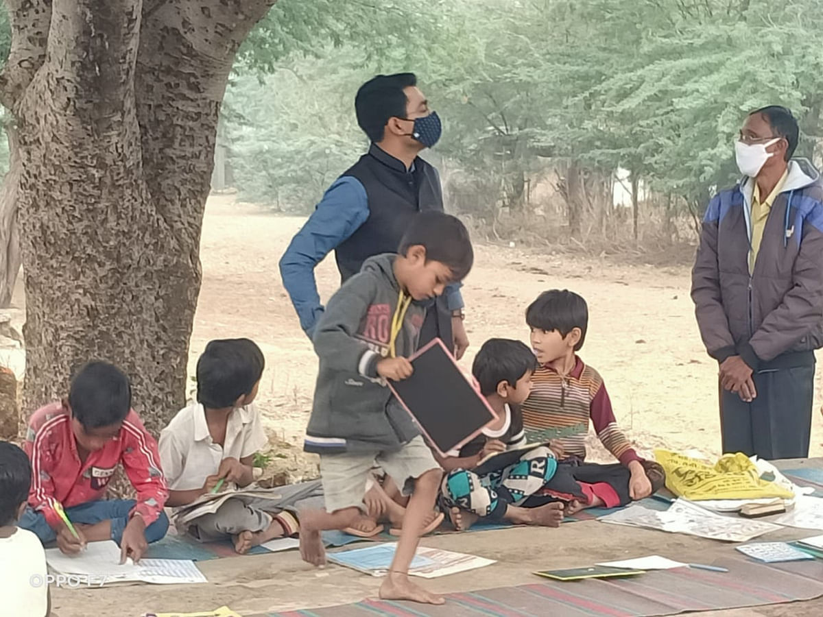 Madhya Pradesh: SDM happy to see student's performance under the Gaav Gaav Campaign in Sidhri village