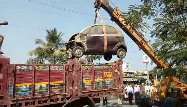 Kalyan Dombivli Municipal Corporation clears roads of scrap vehicles