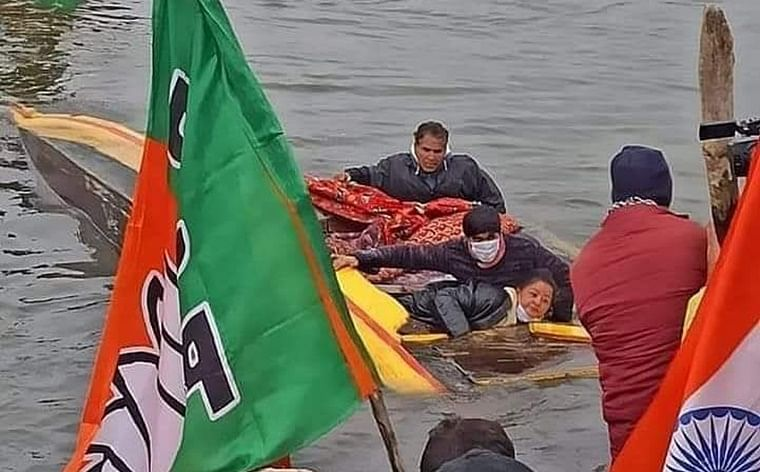 Jammu and Kashmir: Boat carrying BJP members capsizes in Srinagar's Dal Lake